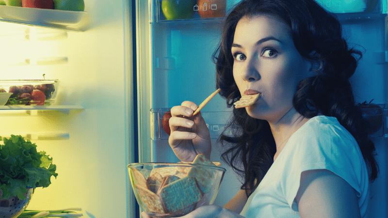 kompulsywne jedzenie podjadanie miesiączka okres