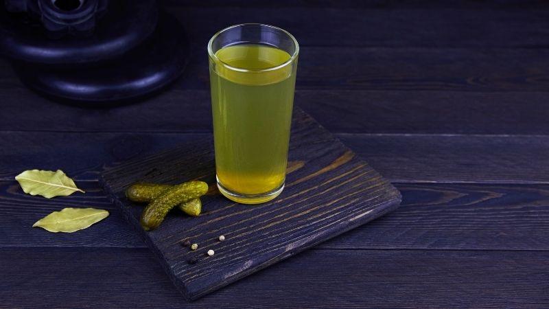 sok z ogórków konserwowych kac